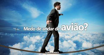 homem no céu a caminhar numa corda