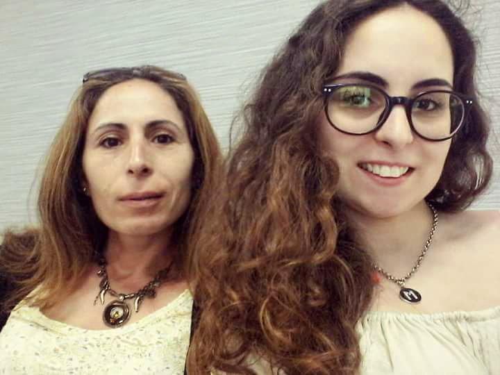 Antónia e Catarina Prates felizes com a ajuda da Clínica da Mente