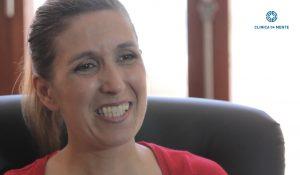 Claudia explica como o tratamento na clínica da mente a ajudou a superar as suas dificuldades